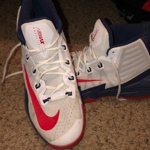 Nike Basketball Shoes size 11 (almost new)